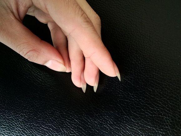 舔美女的脚指甲
