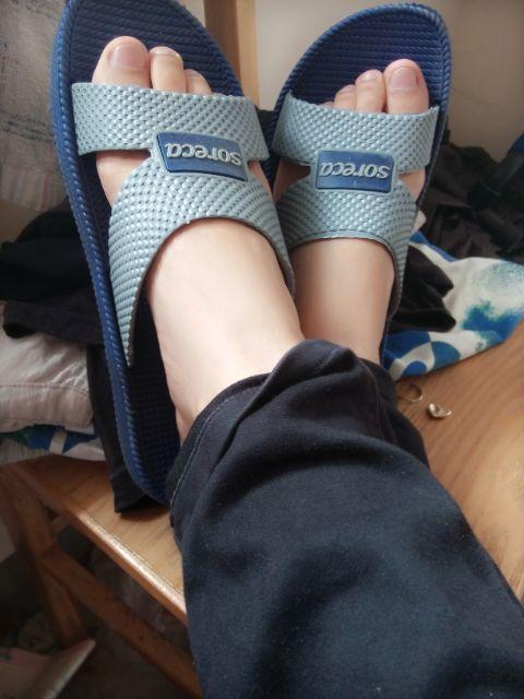 我是女人我的脚好香