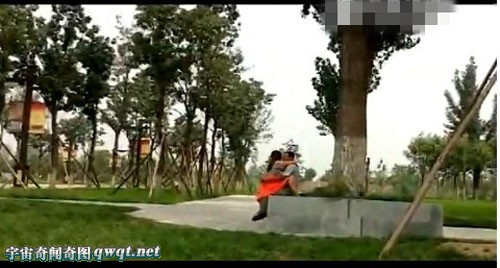 男子公园门口中枪身亡