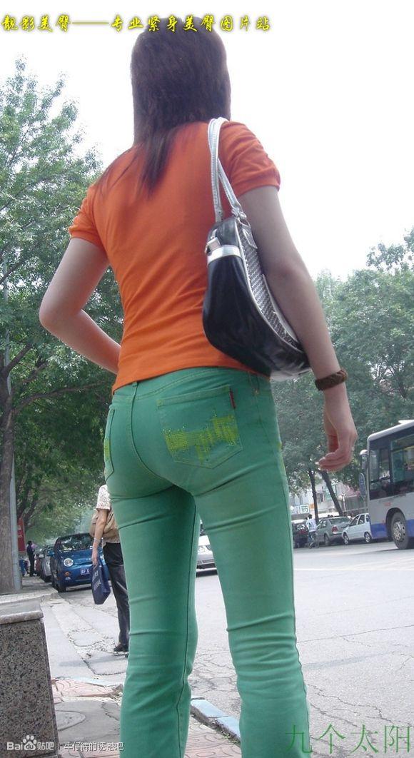 街拍牛仔裤美女图片