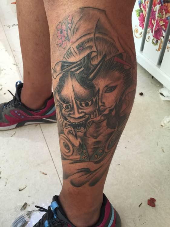 腿部艺妓纹身图片由武汉刺青提供图片