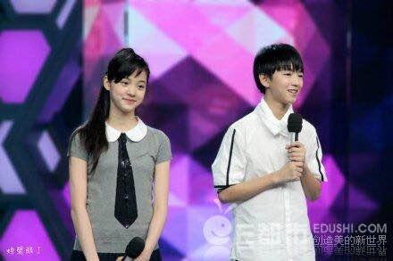 欧阳娜娜重回学校显清纯可爱 自称与王俊凯只是朋友 【欧阳娜娜重回图片