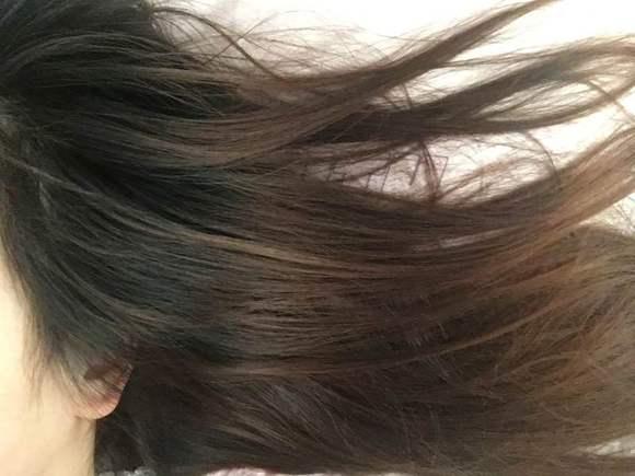 楼主你好,我想问问我头发上面是黑色下面比较黄可以染蜂蜜