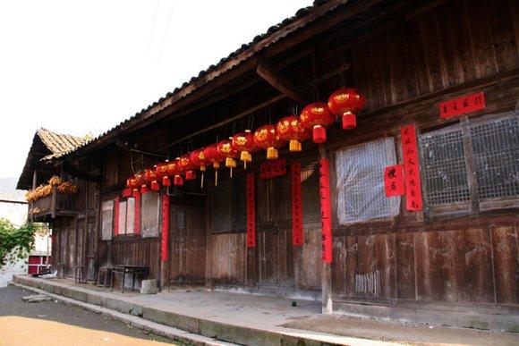 不同于江浙的土豪,中西部农村真实的房子是这样的.