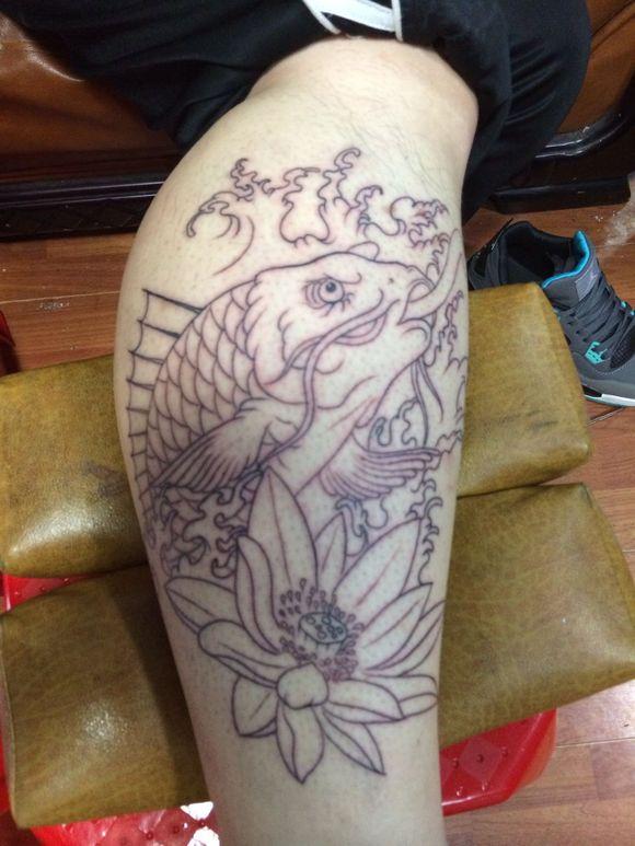 小腿鲤鱼纹身图案线条-美腿纹图图片