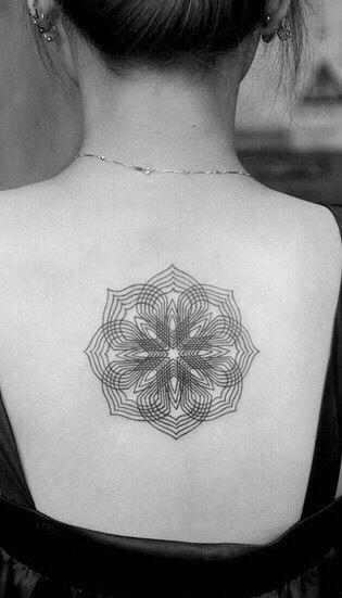 女生脖子后面纹身图片