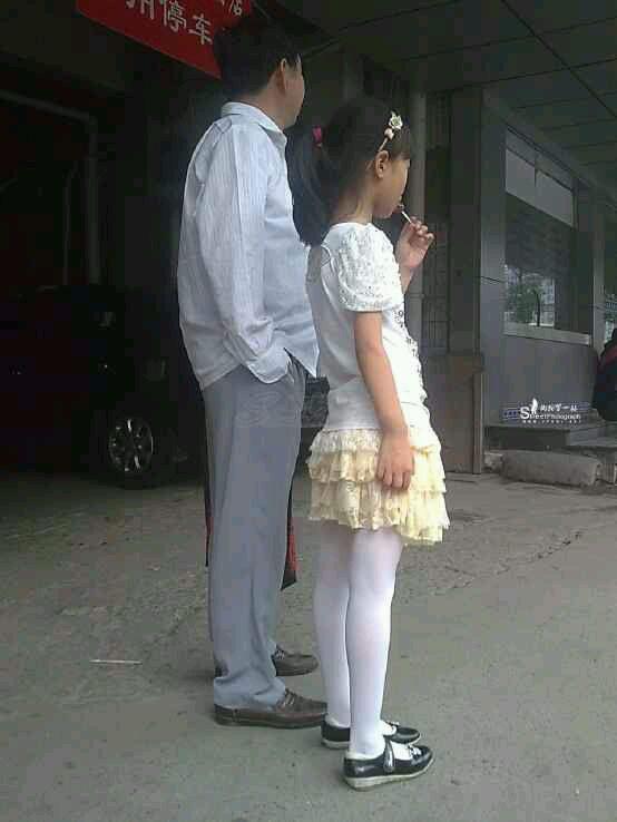 女孩白袜吧_小女孩白袜裙子