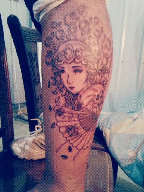 小腿外侧的裸背艺妓纹身图片
