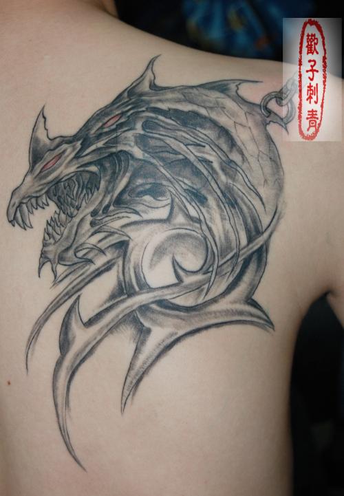 男士胸口鱼化龙纹身图片