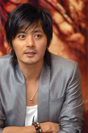 """张东健——韩国演员,绰号叫""""小牛犊""""的他,在过去的10年间从青春美步入图片"""