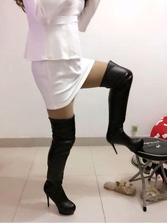 KTV骚熟女_美骚熟女,,,妈妈的白短裙肉丝高跟复头黑长靴