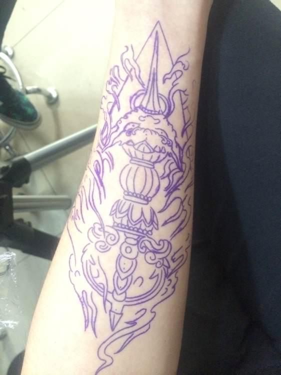 一幅彩色肩背法器牡丹纹身图片由_纹身图案