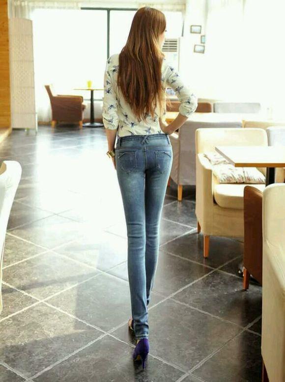 牛仔裤翘臀诱惑