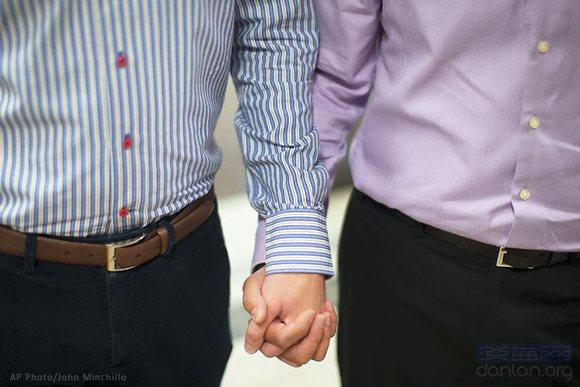 美最高法院宣布全国婚姻平等 同性恋人纷纷结婚