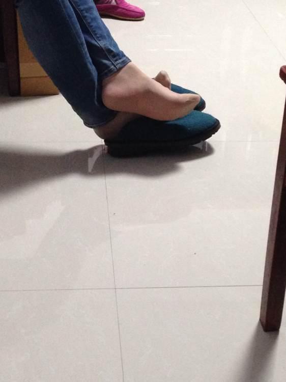 玉足美脚脱鞋晾脚视频