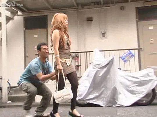 日本街头千年爆菊视频集锦~~~~街头美女的悲惨遭遇