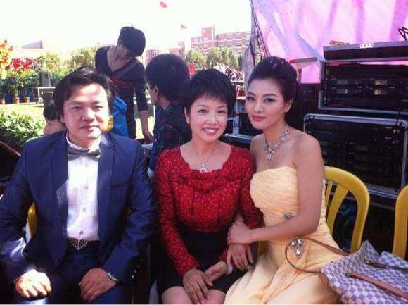 【图片】主持人兼演员—黄薇. 她饰演邓颖超很多次