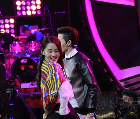 【木子水心】李沁在20140308年代秀里走时装秀时背景音乐叫啥名?