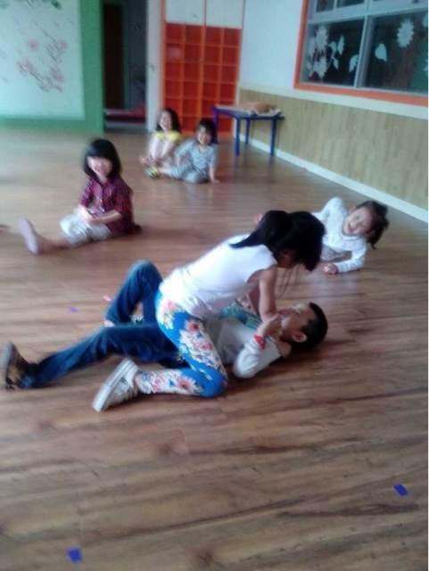 学校男孩第4部活_没恋爱过的女孩特征 女孩强奸男孩4个 女孩 围观