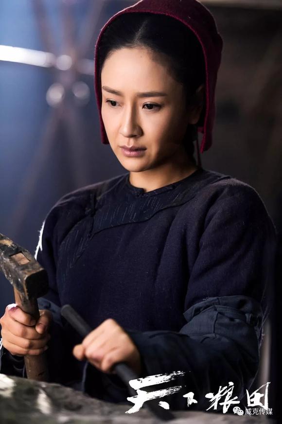 【剧外美图】孙宁饰《天下粮田》大扇子图_玉帝传奇吧