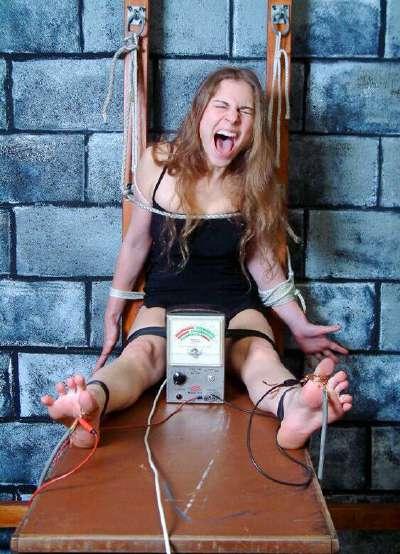 谁有虐美女脚的图啊?包括夹脚心