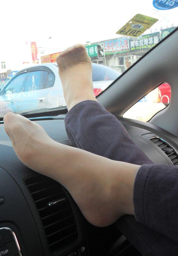 肉色短丝脱鞋晾脚视频
