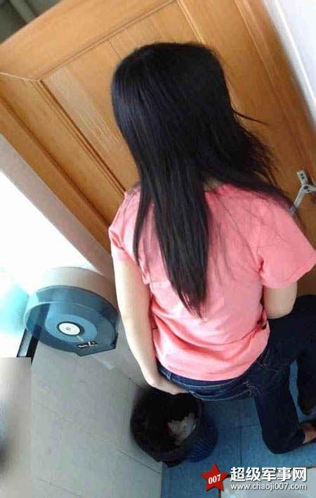 露脸偷拍美女上厕所_美女上厕所居然用手机自慰被偷拍