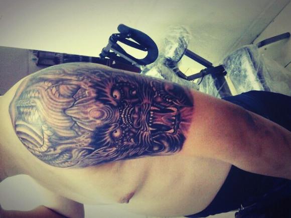 大臂正脸龙纹身分享展示图片