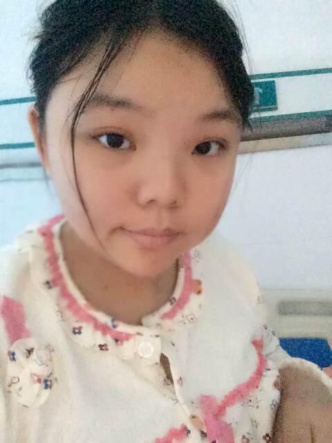 大眼睛小女孩表情分享展示图片