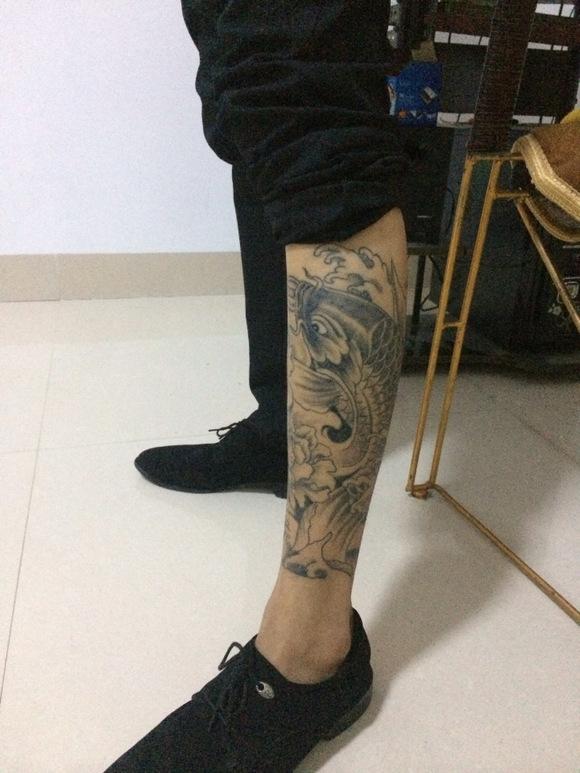 荷花鲤鱼小腿纹身手稿分享展示图片