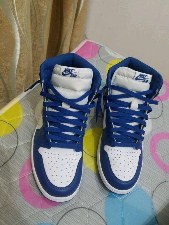 蓝色鞋带也是美滋滋图片