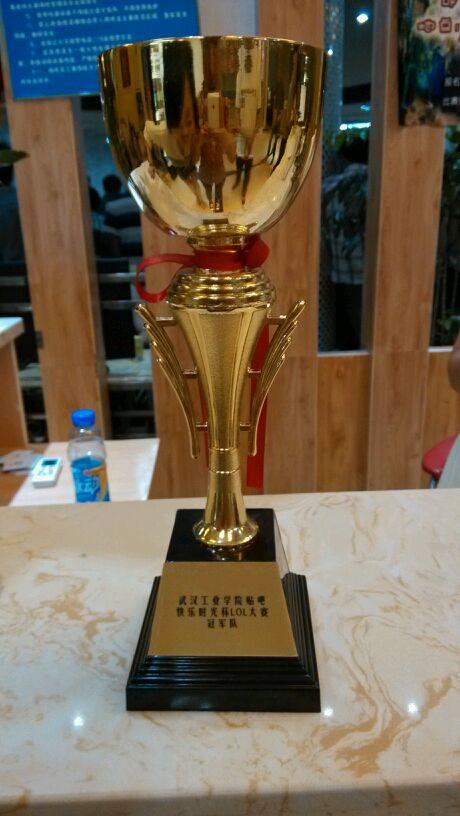 比赛的奖杯图片