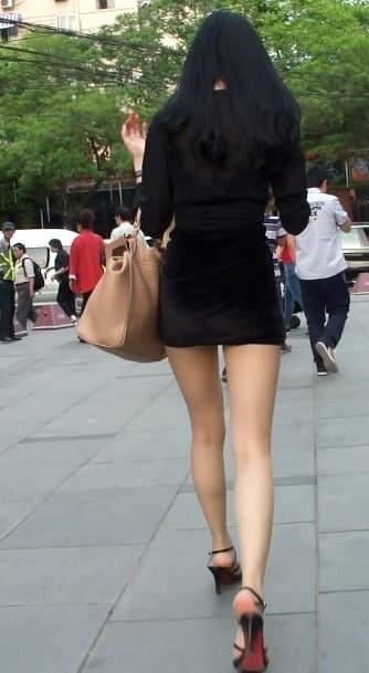 紧身齐b小短裙街拍 街拍齐b小短裙视频 紧身齐b小短裙街拍图片