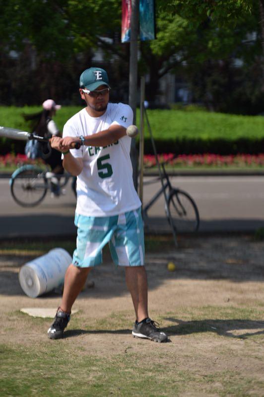 【招新啦!】上海大学eaters棒垒球协招新啦!打橄榄球涂什么颜色图片