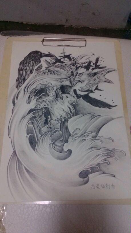 武汉纹身网为你推荐一款满背黑白图片