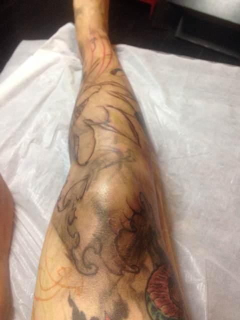 潮男喜爱的大花腿纹身清新森林系图片