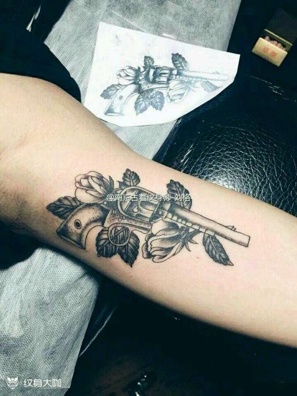 时尚小哥哥纹身分享展示图片