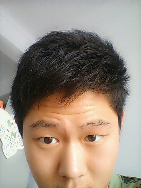 请问留剪什么发型,我前面有稍微自来卷,头发很硬图片图片