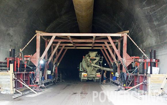 京沈客专鸡冠山隧道开始附属设施施工图片