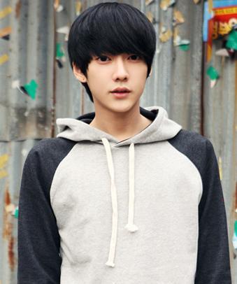 男生帅气刘海短发发型图片图片