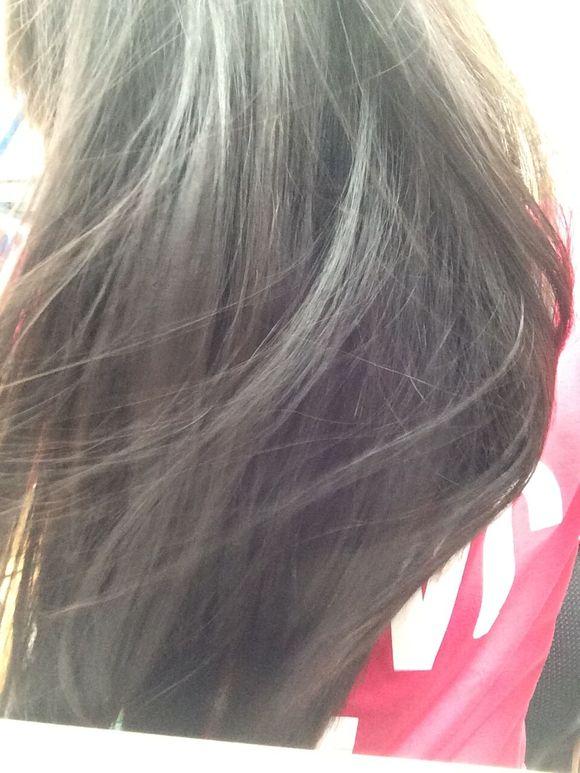 大神们,我头发这个颜色染蓝黑色需要褪色吗?
