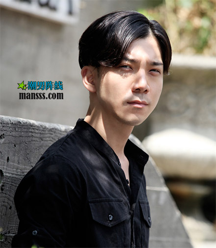 男青年 是刘海 中分这种发型 (440x505)-2016青年发型图片男 201图片