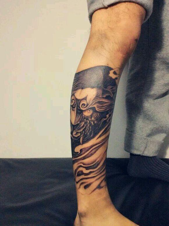 腿部狰狞唐狮纹身图案图片