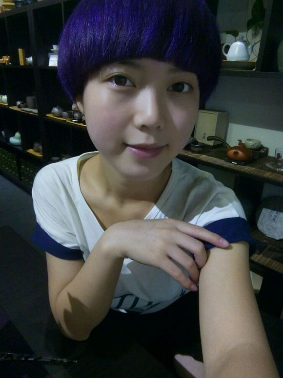 回复:蜡染了紫蓝色头发,掉色之后会变成什么颜色_美发图片