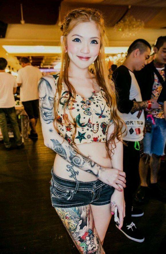 女纹身师爆红网络图片