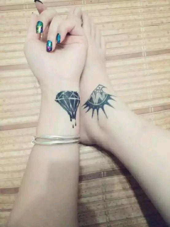 女生脚腕精美的猫咪与鱼骨脚链纹_纹身图案图片图片