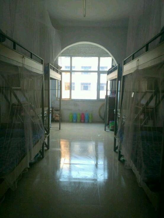 吕梁学院宿舍有空调或者风扇吗?卫生间浴室呢图片