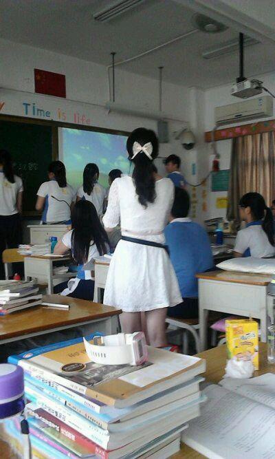 老师上课的背影照片
