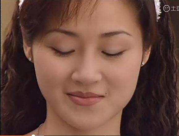 珍珍问小玲是不是爱上了天佑  小玲顿了顿还是说道,,她并不爱他  但