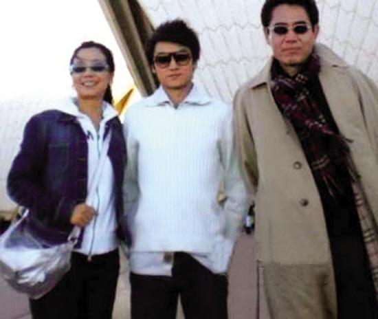 2011年4月,陈宝国一家三口,同时加盟战争剧《正者无敌》.